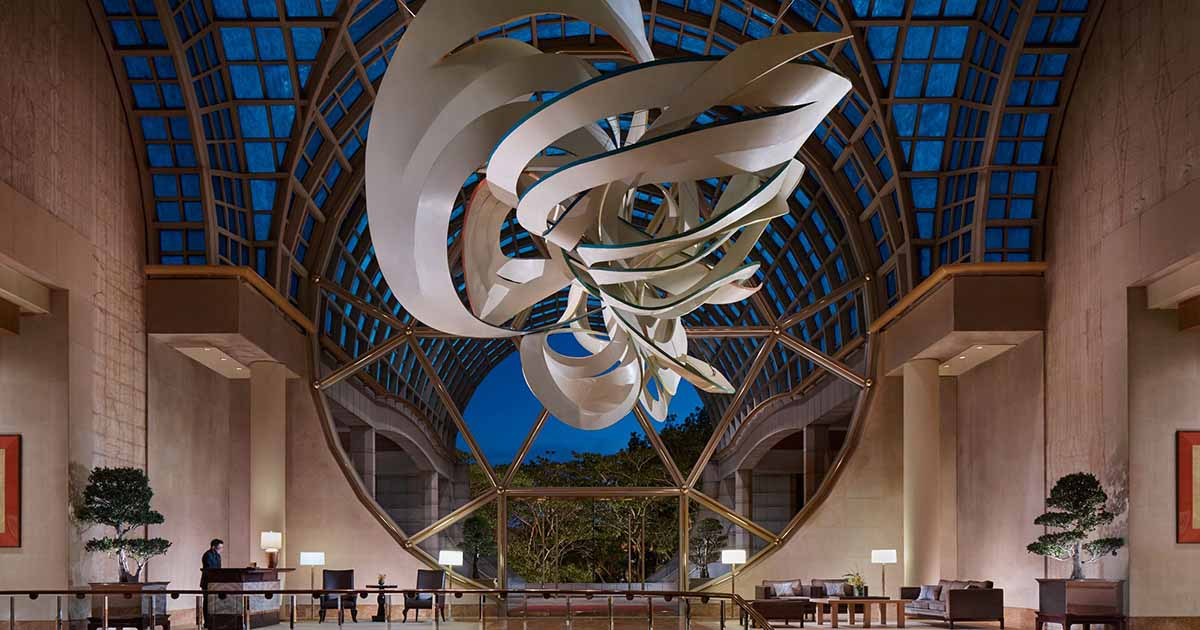 You can also take advantage of sculptures in the design of vestibules